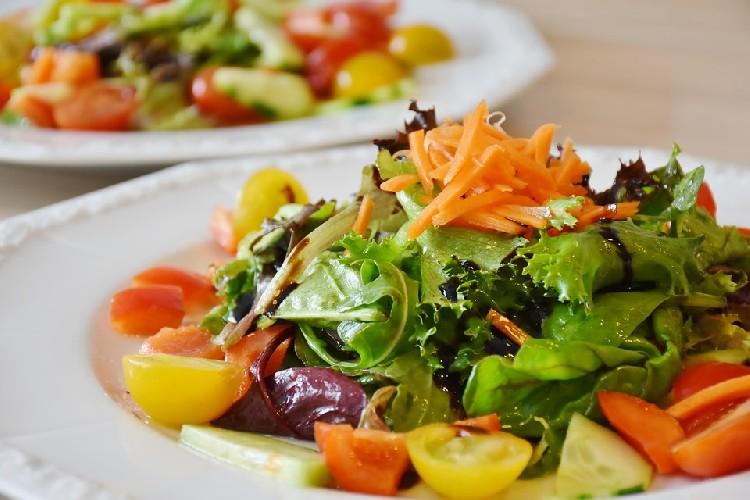 https://www.ragusanews.com//immagini_articoli/24-07-2020/gli-alimenti-per-una-dieta-salutare-500.jpg