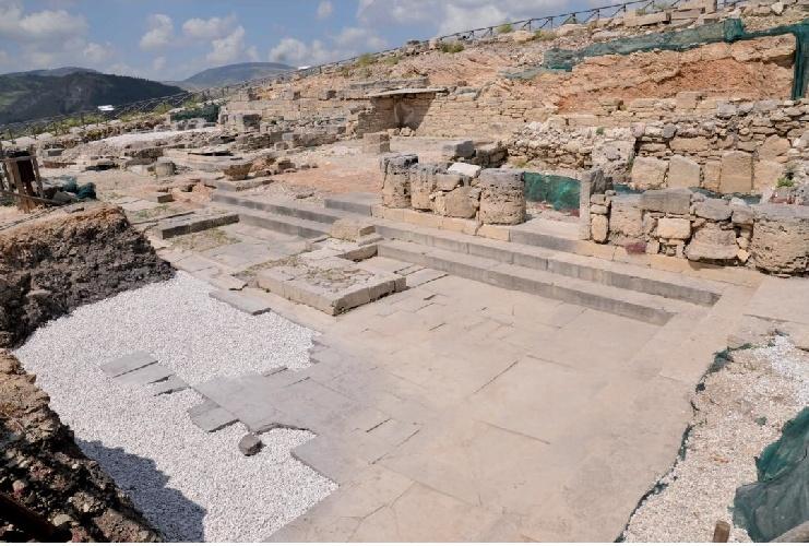 https://www.ragusanews.com//immagini_articoli/24-07-2021/1627133670-archeologia-un-progetto-per-valorizzare-l-agora-del-parco-di-segesta-2-500.jpg