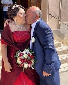 https://www.ragusanews.com//immagini_articoli/24-07-2021/vito-gancitano-il-signor-fans-festeggia-le-nozze-d-argento-280.jpg