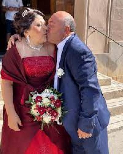 https://www.ragusanews.com//immagini_articoli/24-07-2021/vito-gancitano-il-signor-fans-festeggia-le-nozze-d-argento-500.jpg