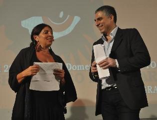 http://www.ragusanews.com//immagini_articoli/24-08-2014/l-ironia-di-lucia-sardo-al-videolab-film-festival-240.jpg