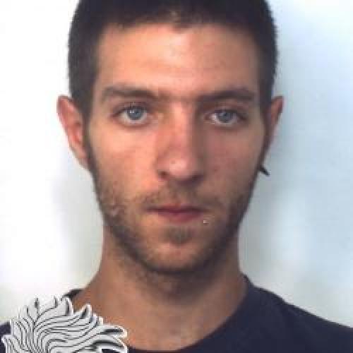 http://www.ragusanews.com//immagini_articoli/24-08-2015/droga-arrestato-stefano-basile-500.jpg