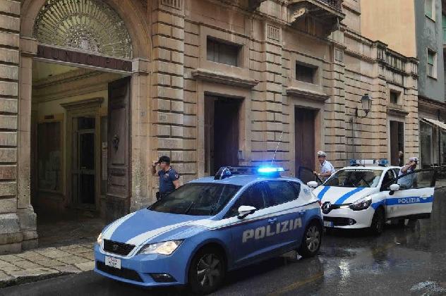 http://www.ragusanews.com//immagini_articoli/24-08-2016/vittoria-va-in-escandescenze-mentre-e-a-colloquio-col-sindaco-arrestato-420.jpg