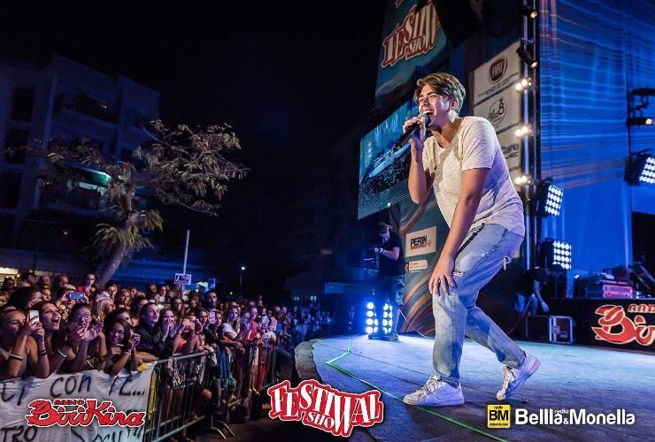 http://www.ragusanews.com//immagini_articoli/24-08-2017/nico-arezzo-festival-show-passa-vuoi-videoclip-500.jpg