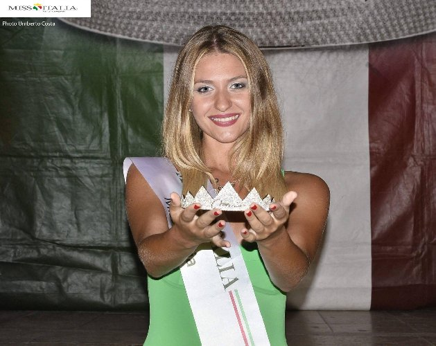https://www.ragusanews.com//immagini_articoli/24-08-2018/bionda-miss-sicilia-500.jpg