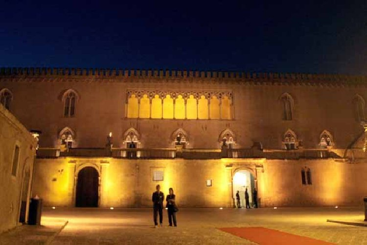 https://www.ragusanews.com//immagini_articoli/24-08-2018/notti-castello-donnafugata-programma-500.jpg
