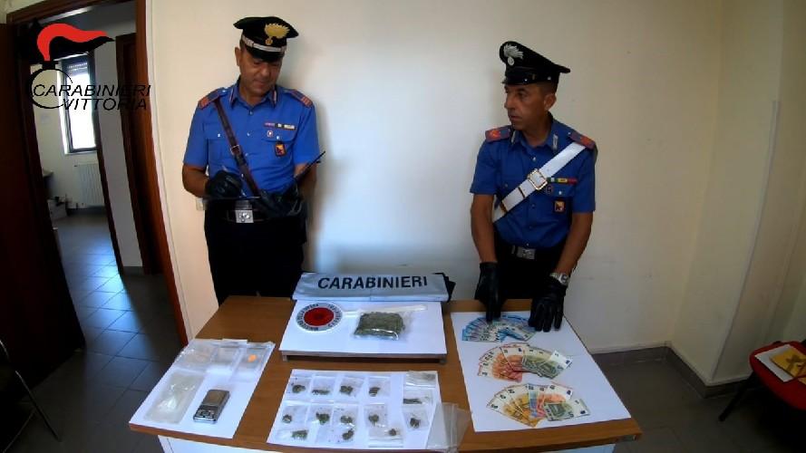 https://www.ragusanews.com//immagini_articoli/24-08-2020/droga-tre-arresti-a-vittoria-500.jpg