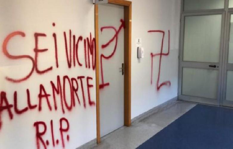 https://www.ragusanews.com//immagini_articoli/24-08-2020/sicilia-minacce-all-oculista-sei-vicino-alla-morte-500.jpg