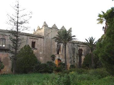 https://www.ragusanews.com//immagini_articoli/24-08-2021/1629789003-torre-mastro-in-vendita-il-fortino-del-1600-foto-1-280.jpg