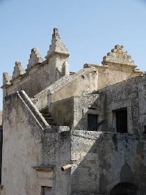 https://www.ragusanews.com//immagini_articoli/24-08-2021/1629789005-torre-mastro-in-vendita-il-fortino-del-1600-foto-2-280.jpg