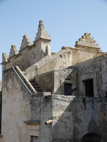 https://www.ragusanews.com//immagini_articoli/24-08-2021/1629789005-torre-mastro-in-vendita-il-fortino-del-1600-foto-2-500.jpg