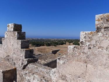 https://www.ragusanews.com//immagini_articoli/24-08-2021/1629789010-torre-mastro-in-vendita-il-fortino-del-1600-foto-4-280.jpg