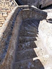 https://www.ragusanews.com//immagini_articoli/24-08-2021/1629789013-torre-mastro-in-vendita-il-fortino-del-1600-foto-5-280.jpg