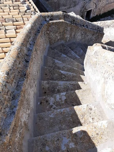 https://www.ragusanews.com//immagini_articoli/24-08-2021/1629789013-torre-mastro-in-vendita-il-fortino-del-1600-foto-5-500.jpg