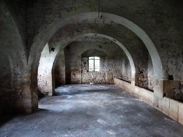 https://www.ragusanews.com//immagini_articoli/24-08-2021/1629789018-torre-mastro-in-vendita-il-fortino-del-1600-foto-7-280.jpg