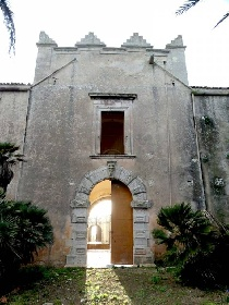 https://www.ragusanews.com//immagini_articoli/24-08-2021/torre-mastro-in-vendita-il-fortino-del-1600-foto-280.jpg