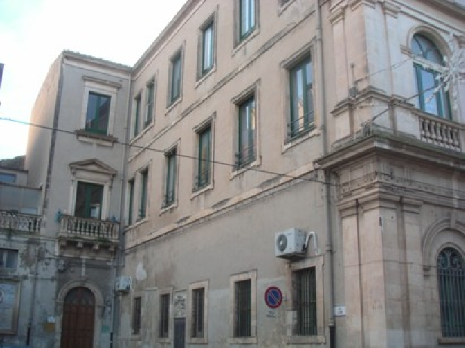 https://www.ragusanews.com//immagini_articoli/24-09-2007/magistrale-39-alunni-ci-costano-350-mila-euro-500.jpg