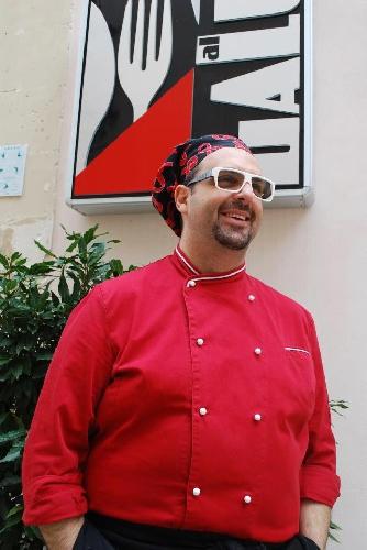 http://www.ragusanews.com//immagini_articoli/24-09-2014/un-corso-di-cucina-di-luca-giannone-500.jpg