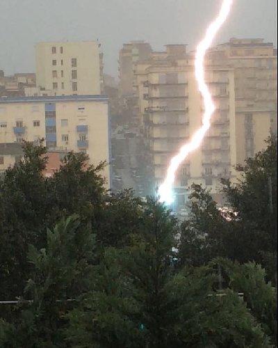 https://www.ragusanews.com//immagini_articoli/24-09-2018/meteo-arriva-maltempo-sicilia-500.jpg