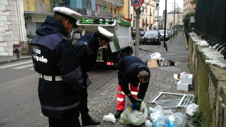 https://www.ragusanews.com//immagini_articoli/24-09-2018/ragusani-differenziata-violazioni-luglio-agosto-500.jpg