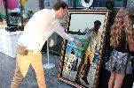 https://www.ragusanews.com//immagini_articoli/24-09-2018/selfie-mirror-specchio-magico-interattivo-nato-siracusa-100.png