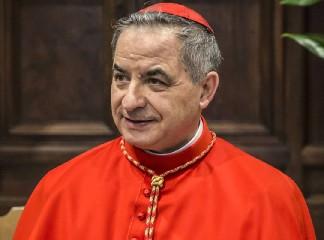 https://www.ragusanews.com//immagini_articoli/24-09-2020/si-e-dimesso-il-cardinal-becciu-240.jpg