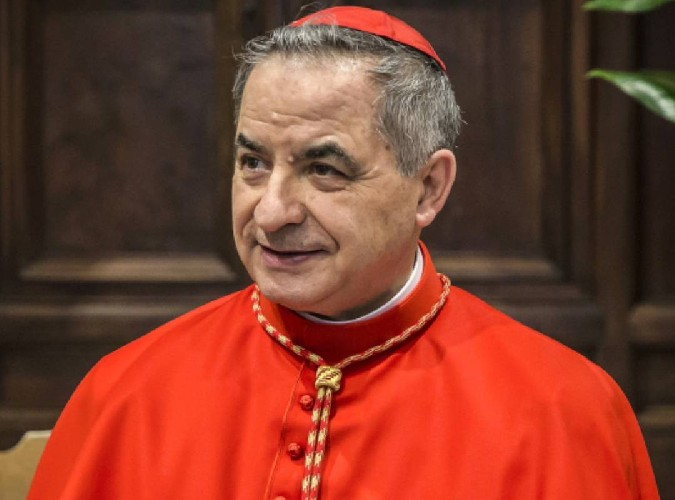 https://www.ragusanews.com//immagini_articoli/24-09-2020/si-e-dimesso-il-cardinal-becciu-500.jpg