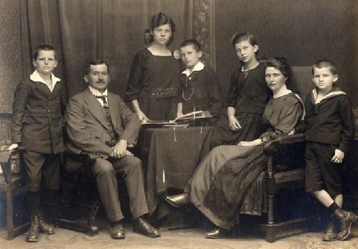 https://www.ragusanews.com//immagini_articoli/24-09-2021/trova-il-tuo-cognome-scopri-dov-e-la-famiglia-in-italia-e-il-suo-stemma-500.jpg