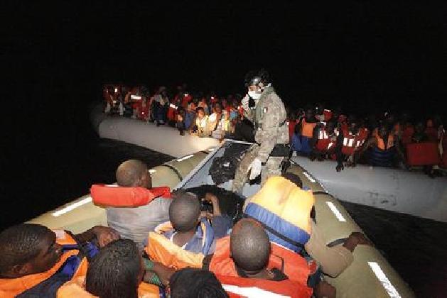 https://www.ragusanews.com//immagini_articoli/24-10-2016/migranti-4292-in-porti-anche-18-morti-420.jpg
