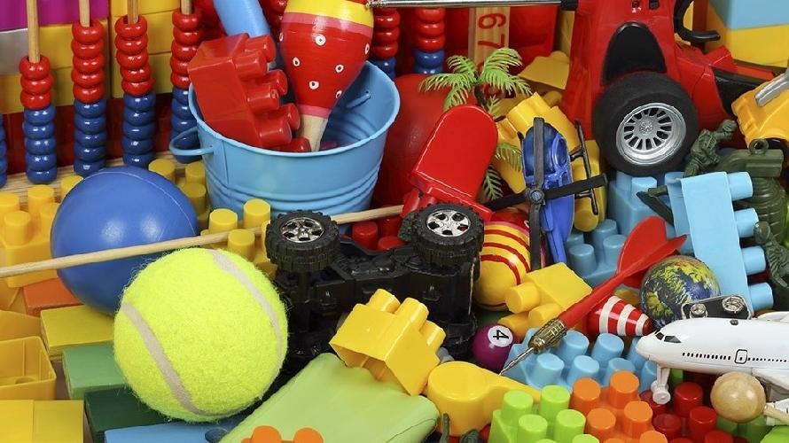 https://www.ragusanews.com//immagini_articoli/24-10-2017/rubano-giocattoli-schiantano-camion-muro-500.jpg