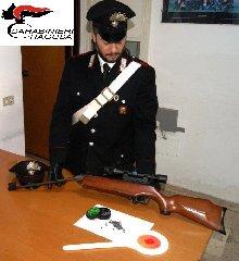 https://www.ragusanews.com//immagini_articoli/24-10-2018/deteneva-arma-illegalmente-carabinieri-arrestano-albanesi-240.jpg