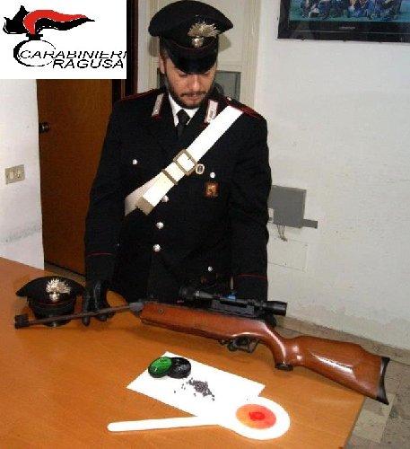 https://www.ragusanews.com//immagini_articoli/24-10-2018/deteneva-arma-illegalmente-carabinieri-arrestano-albanesi-500.jpg