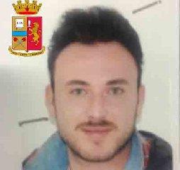 https://www.ragusanews.com//immagini_articoli/24-10-2019/1571943158-le-mani-mafia-riuso-plastica-i-volti-arrestati-1-240.jpg