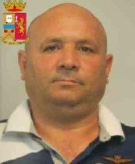 https://www.ragusanews.com//immagini_articoli/24-10-2019/1571943158-le-mani-mafia-riuso-plastica-i-volti-arrestati-2-240.jpg