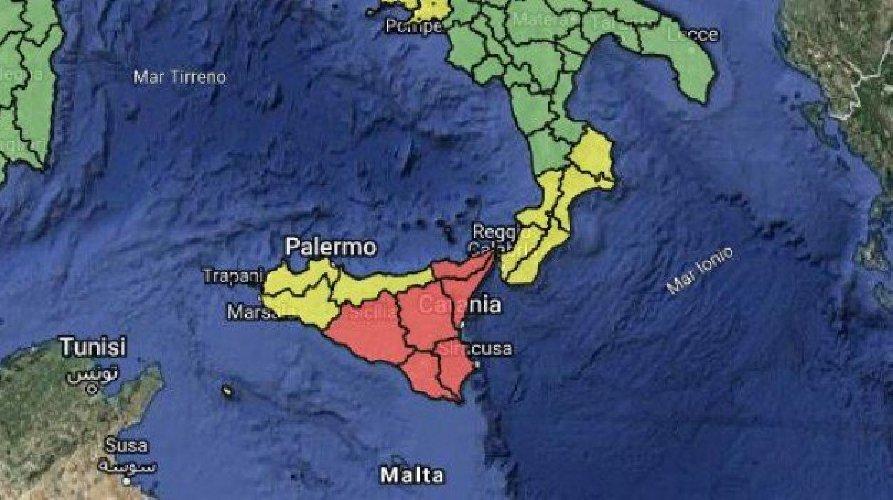 https://www.ragusanews.com//immagini_articoli/24-10-2019/meteo-allerta-rossa-venerdi-scuole-chiuse-in-sicilia-500.jpg