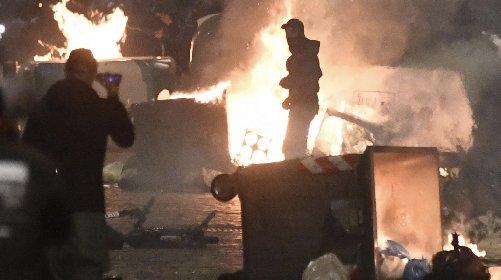 https://www.ragusanews.com//immagini_articoli/24-10-2020/la-protesta-a-napoli-dopo-l-annuncio-del-lockdown-e-guerriglia-urbana-280.jpg