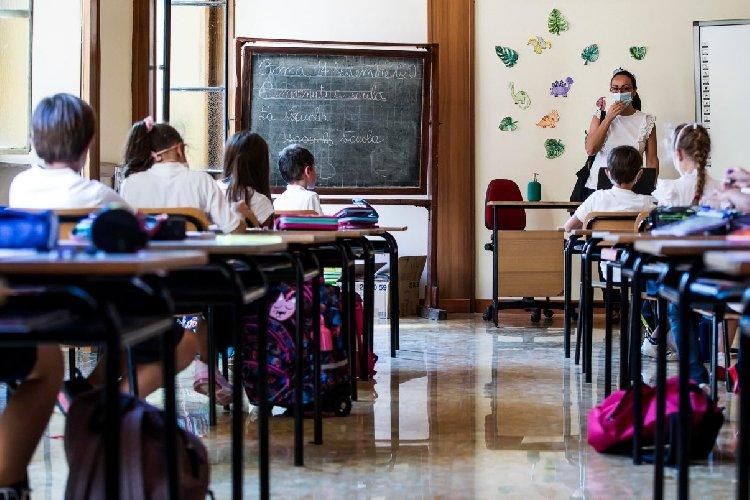 https://www.ragusanews.com//immagini_articoli/24-10-2020/modica-familiare-di-alunno-positivo-al-covid-scuola-paritaria-chiusa-500.jpg