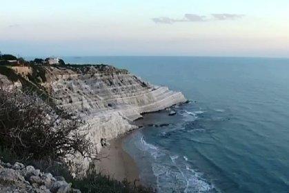 https://www.ragusanews.com//immagini_articoli/24-10-2020/turista-muore-annegato-davanti-la-scala-dei-turchi-il-24-ottobre-280.jpg