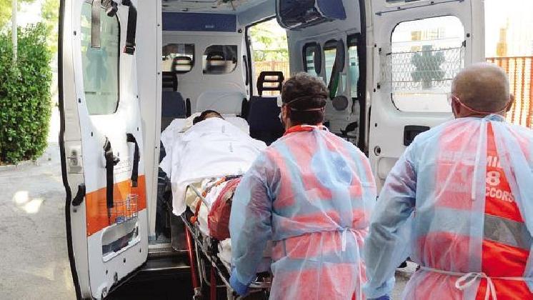 http://www.ragusanews.com//immagini_articoli/24-11-2016/il-medico-a-bordo-dell-ambulanza-la-proposta-di-omar-falla-420.jpg