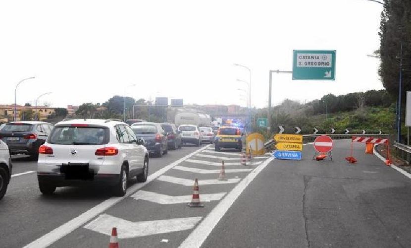 Grave incidente in tangenziale, traffico in tilt
