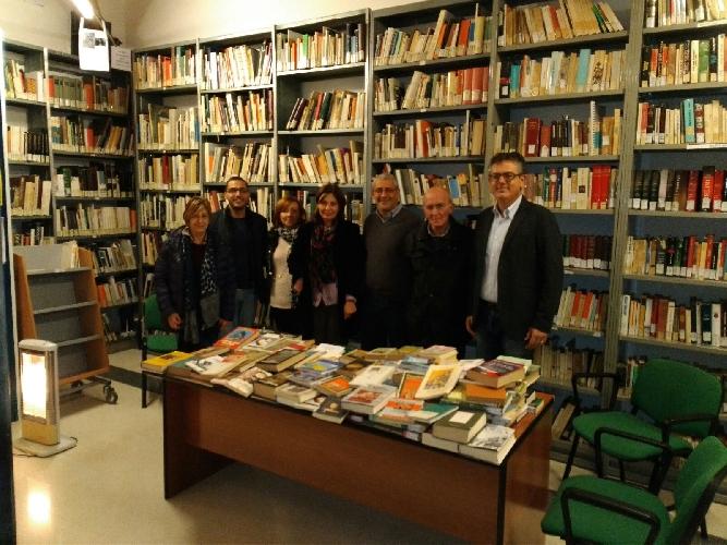https://www.ragusanews.com//immagini_articoli/24-11-2017/vittoria-donati-libri-biblioteca-comunale-500.jpg
