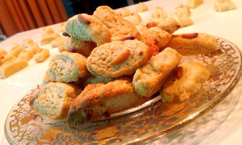 http://www.ragusanews.com//immagini_articoli/24-12-2014/i-biscotti-ai-pinoli-di-casa-galu-500.jpg