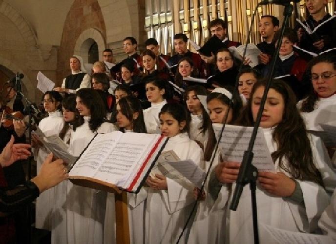 http://www.ragusanews.com//immagini_articoli/24-12-2014/natale-in-musica-al-vittorini-500.jpg