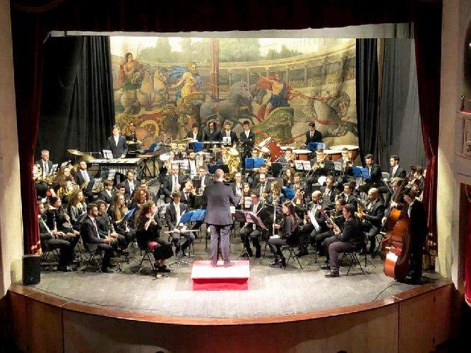 https://www.ragusanews.com//immagini_articoli/24-12-2017/lorchestra-fiati-liceo-verga-modica-concerto-500.jpg