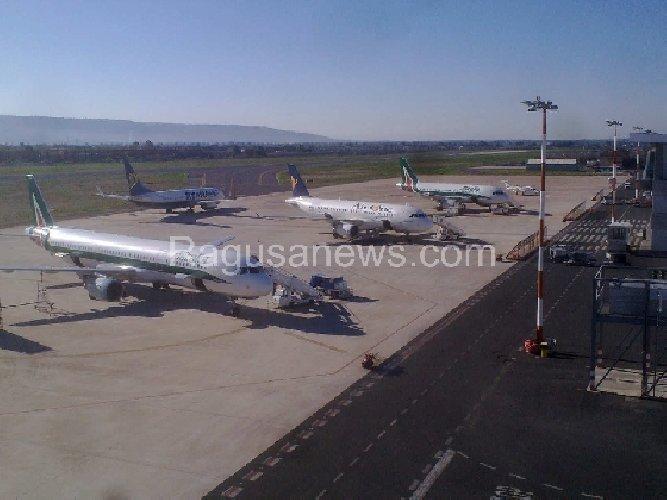 https://www.ragusanews.com//immagini_articoli/24-12-2018/aeroporto-comiso-capitani-coraggiosi-500.jpg