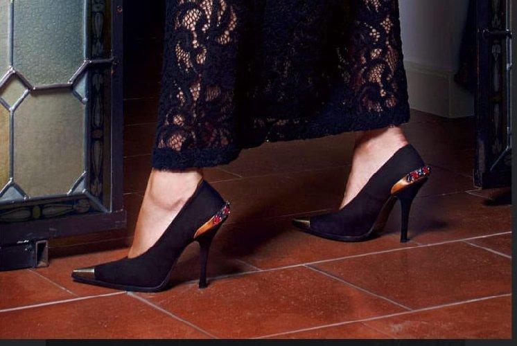 https://www.ragusanews.com//immagini_articoli/24-12-2019/1577199714-a-modica-la-scarpa-di-qualita-si-chiama-lamone-1-500.jpg