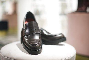 https://www.ragusanews.com//immagini_articoli/24-12-2019/1577200249-a-modica-la-scarpa-di-qualita-si-chiama-lamone-1-240.jpg