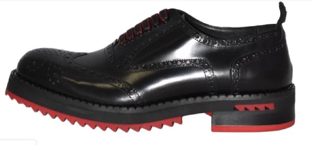 https://www.ragusanews.com//immagini_articoli/24-12-2019/1577200610-a-modica-la-scarpa-di-qualita-si-chiama-lamone-1-500.jpg