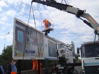 http://www.ragusanews.com//immagini_articoli/25-01-2014/cartelloni-pubblicitari-a-pozzallo-due-prosciolti-240.jpg