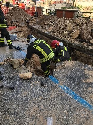 http://www.ragusanews.com//immagini_articoli/25-01-2017/fuga-provincia-stato-perforato-tubo-metano-420.jpg